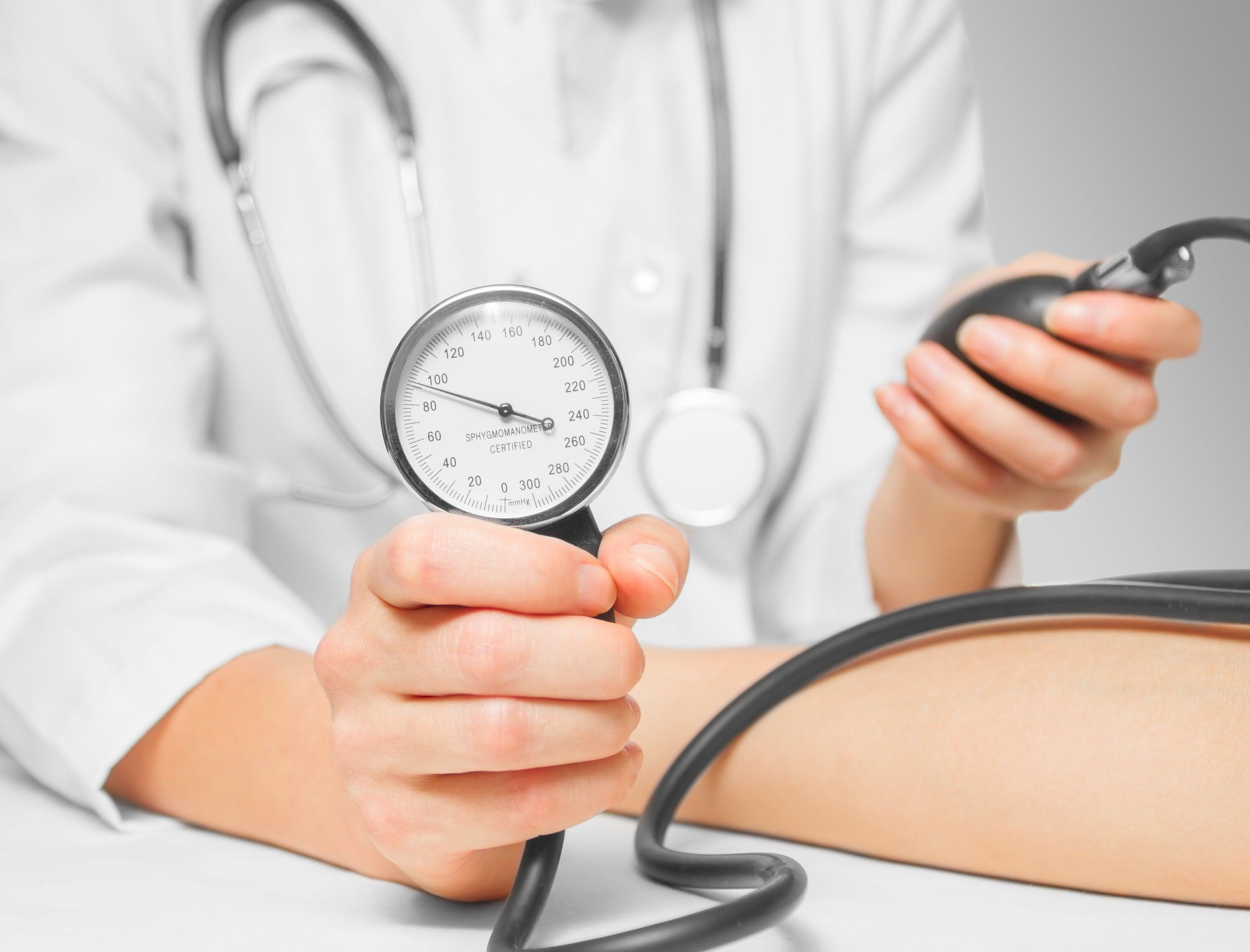 Blutdruck wied gemessen