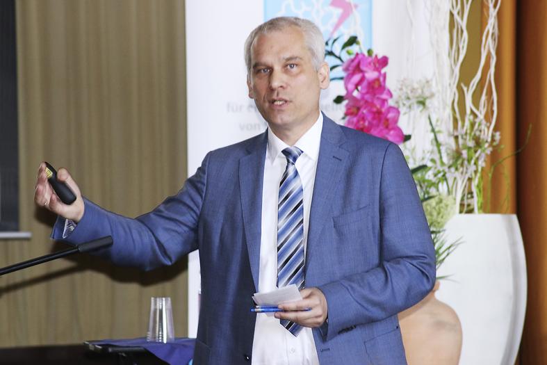 Prof. Dr. med. habil. Bernhard Rosengarten beim Schlaganfall-Forum in Chemnitz