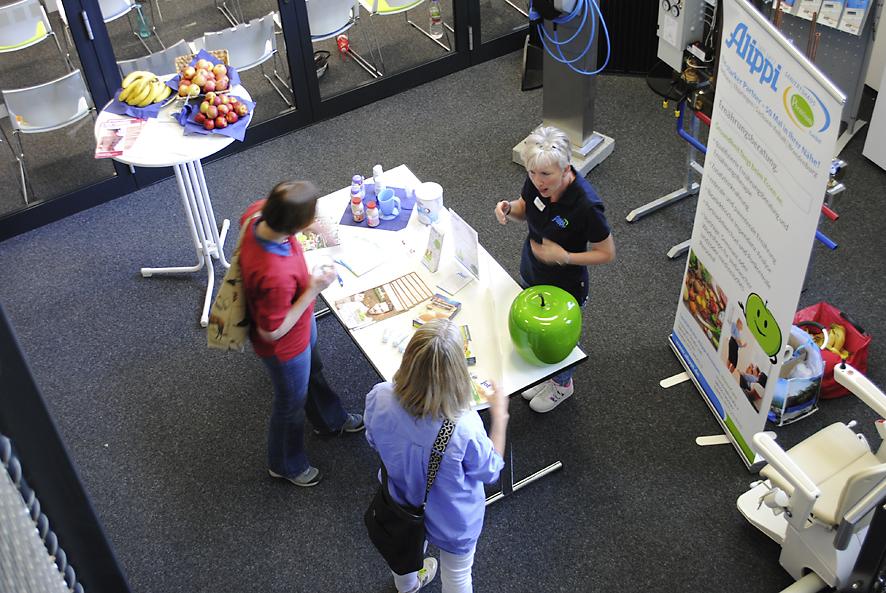 Blick von oben auf den Infostand der Ernährungsberatung zum Schlaganfall-Forum in Zwickau