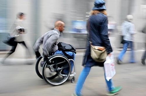 Rollstuhl - Hilfsmittel für Behinderte
